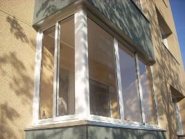 Остекление балконов и лоджий. Пластиковые или деревянные окна